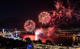 Le feu d'artifice de clôture de la fête du fleuve 2015.