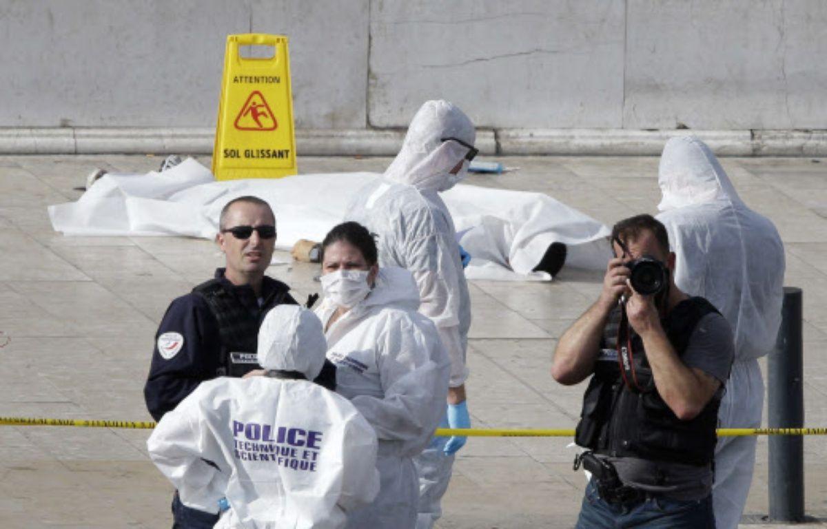 La dépouille d'Ahmed Hanachi sur le parvis de la gare Saint Charles à Marseille – Claude Paris/AP/SIPA