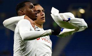 Jean Lucas célèbre son troisième but de la saison avec son coéquipier Maxence Caqueret, mercredi contre Brest. JEAN-PHILIPPE KSIAZEK
