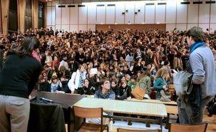 """Sciences Po Paris va profondément réformer pour 2013 son concours d'entrée en première année, l'une de ses quatre procédures de sélection à ce niveau, dans une perspective de """"diversification accrue"""" des profils des étudiants, a annoncé l'école lundi dans un communiqué."""