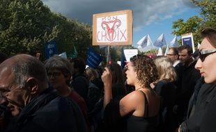 Sur Twitter, de nombreux internautes défendent le droit à l'avortement des femmes en Pologne, où une proposition de loi tend à interdire l'IVG.