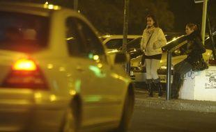 Deux femmes se livrant à la prostitution. Illustration.