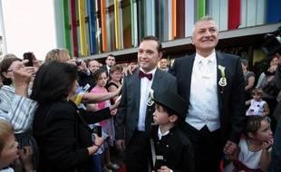 Le maire de la commune de Sigolsheim (Haut-Rhin), Thierry Speitel, qui avait reçu des menaces de mort après avoir revendiqué son homosexualité et le droit au mariage pour tous dans la presse locale, s'est marié samedi, a constaté l'AFP.
