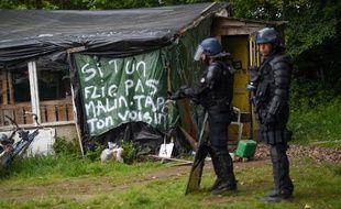 Des gendarmes mobiles au cours de l'expulsion d'un squat de la ZAD de Notre-Dame-des-Landes.