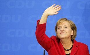 Les électeurs allemands ont reconduit à la chancellerie la conservatrice Angela Merkel le 27 septembre 2009.