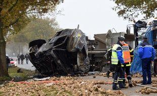 Les lieux de l'accident entre un car et un camion sur la RN25 dans le Pas-de-Calais