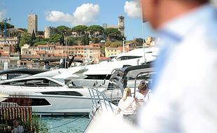 Des yachts dans le port de Cannes (Illustration)