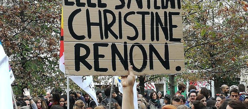 Une pancarte en hommage à Christine Renon, la directrice retrouvée morte à Pantin. Le 3/10/2019 à Bobigny