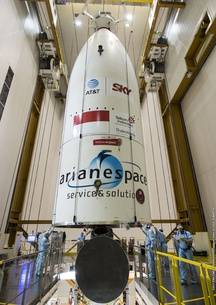 La coiffe de la fusée qui décollera le 14 février, avec l'autocollant de la Ville de Toulouse (si,si au-dessus d'Ariane Espace).