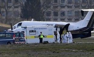 Deux patients atteints du Covid ont été transférés par avion pour être prise en charge au CHU de Bordeaux.