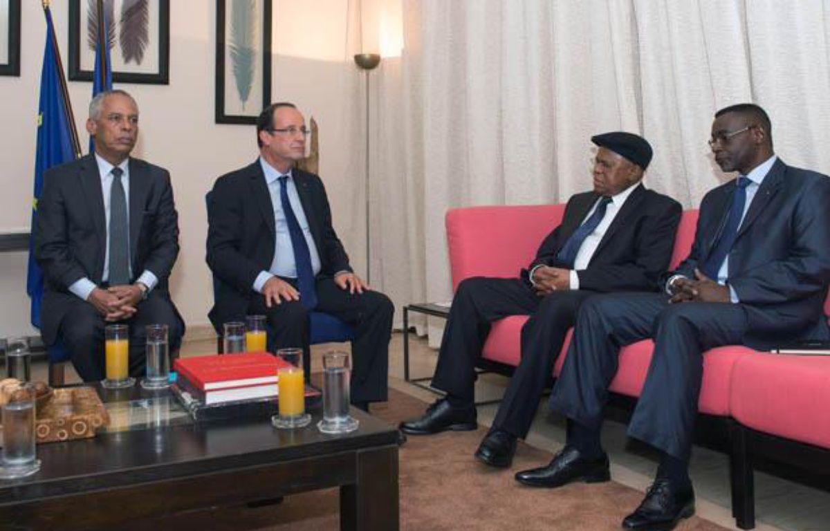 Lors de sa visite au Sénétal, François Hollande s'est rendu sur l'île de Gorée, lieu du martyr de millions d'esclaves, le 12 octobre 2012. – BERTRAND LANGLOIS / POOL / AFP