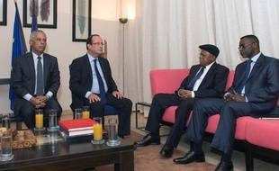 Lors de sa visite au Sénétal, François Hollande s'est rendu sur l'île de Gorée, lieu du martyr de millions d'esclaves, le 12 octobre 2012.