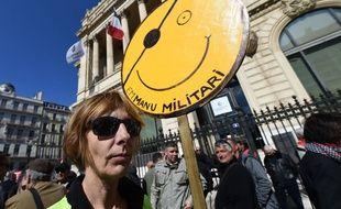 Des manifestants rassemblés à Marseille, mardi 19 mars 2019.