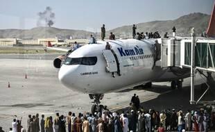 Des milliers d'Afghans ont tenté de fuir Kaboul ces derniers jours