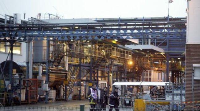 Les opérations de traitement de la cuve de l'usine Lubrizol de Rouen, à l'origine d'une fuite de gaz malodorante fin janvier ressentie jusqu'en région parisienne, ont pris fin mercredi midi, a annoncé à l'AFP la ministre de l'Ecologie Delphine Batho. – Charly Triballeau afp.com