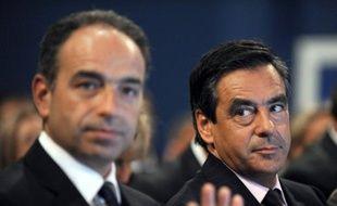 """A moins d'un mois des législatives, Jean-François Copé et François Fillon, qui a encore dénoncé jeudi """"l'hypocrisie"""" de son rival, sont désormais en guerre ouverte pour le contrôle de l'UMP dans la perspective de la présidentielle de 2017."""