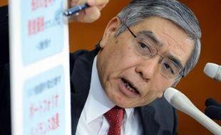 Le taux des obligations de l'Etat japonais à échéance 10 ans est ponctuellement tombé jeudi à un plus bas historique, 0,425%, après l'annonce d'une forte amplification des mesures d'assouplissement monétaire de la banque centrale nippone (BoJ).