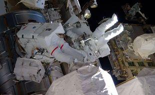Deux astronautes de l'ISS ont perdu ce jeudi 30 mars Shane Kimbrough et Peggy Whitson ont perdu une des couvertures destinées à protéger une partie exposée de la station contre les micrométéorites.