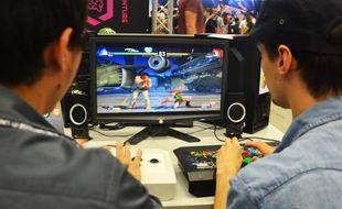 Deux joueurs jouent à Street Fighter V, ce dimanche, à l'Occitanie E-Sports.