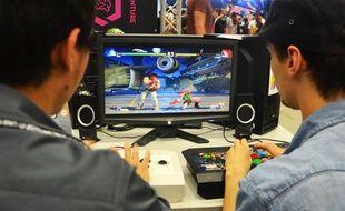 Deux joueurs jouent à Street Fighter V, en 2018, à la première édition de l'Occitanie ESports.