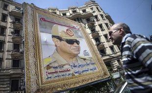 Une affiche montrant al-Sissi dans une rue du Caire le 26 mai 2014