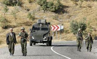 La menace turque d'une incursion militaire contre les bases rebelles kurdes dans le nord de l'Irak restait entière mercredi malgré les efforts diplomatiques, alors que les dirigeants civils et militaires devaient évoquer la riposte turque lors d'une réunion à Ankara.