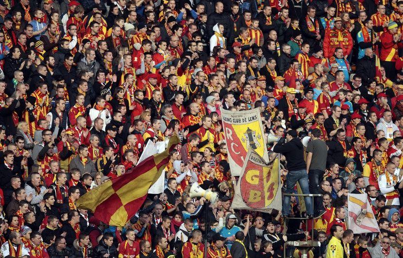 Ligue 2: Le RC Lens passe son premier barrage et bascule déjà dans la folie