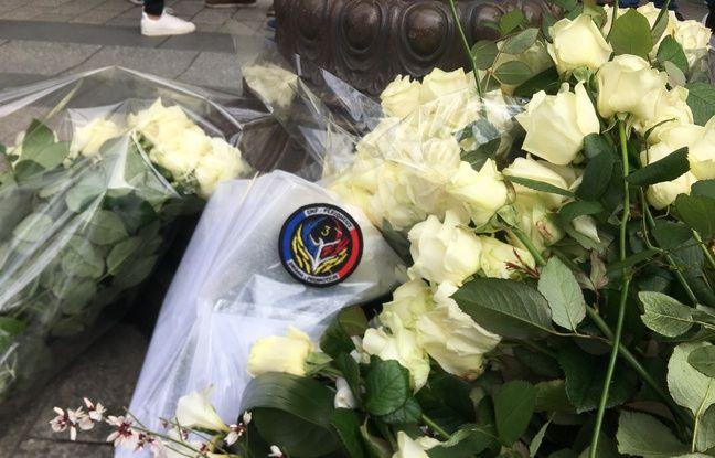 Le mari de Xavier Jugelé a déposé une gerbe sous la plaque rendant hommage au policier tué