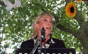 La vice-présidente du Front national Marine Le Pen a annoncé vendredi sa décision de s'implanter dans le Pas-de-Calais, où elle sera candidate aux élections législatives de juin, mais aussi aux élections municipales de 2008.