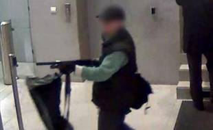 Capture d'écran d'une vidéo BFMTV du tireur présumé de «Libération» Abdelhakim Dekhar.