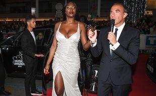 Nikos accueille Aya Nakamura  à Cannes lors des NRJ Music Awards 2019