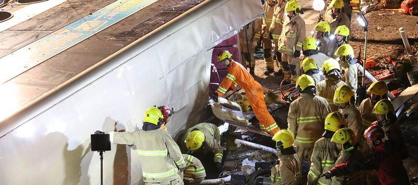 Au moins 19 personnes sont décédées dans un accident de bus à Hong Kong le 10 février 2018.