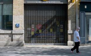 Un bureau de poste à Paris, le 16 avril 2020.