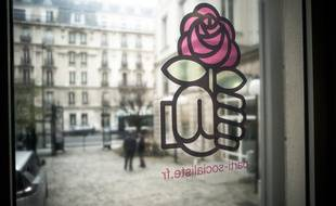 Le poing et la rose, symboles du PS