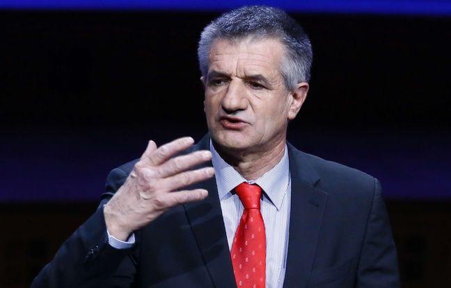Jean Lassalle devant l'association des maires de France à Paris le 22 mars 2017.