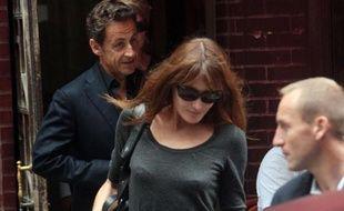 Carla Bruni-Sarkozy et Nicolas Sarkozy à la sortie du restaurant français Amaranth à New York le 18 septembre 2010.