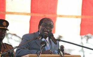 Le président zimbabwéen Robert Mugabe, le 27 juillet 2016 lors d'un rassemblement de ses fidèles devant le siège de son parti à Harare
