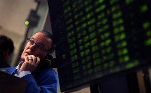 """Les risques d'une nouvelle récession ont """"augmenté"""" aux Etats-Unis, notamment en raison d'un tassement de l'activité économique du pays et d'une """"possible contagion"""" de la crise de la zone euro, mais restent modérés, selon un rapport publié mardi par Standard and Poor's."""
