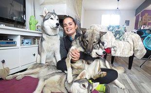 Emilie vit à Couëron avec ses 10 chiens