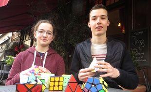 Lyon, le 02 Mars 2017. Juliette, 15 ans, et Martin, 20 ans, passionnés de rubik's cube.