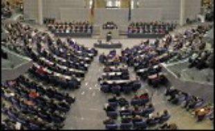Au terme d'une dernière négociation-marathon entre les dirigeants des trois partis de gouvernement --sociaux-démocrates du SPD, chrétiens-démocrates de la CDU et chrétiens-sociaux de la CSU bavaroise --, la chancelière a annoncé dans la nuit que les derniers points de contentieux avaient été aplanis.