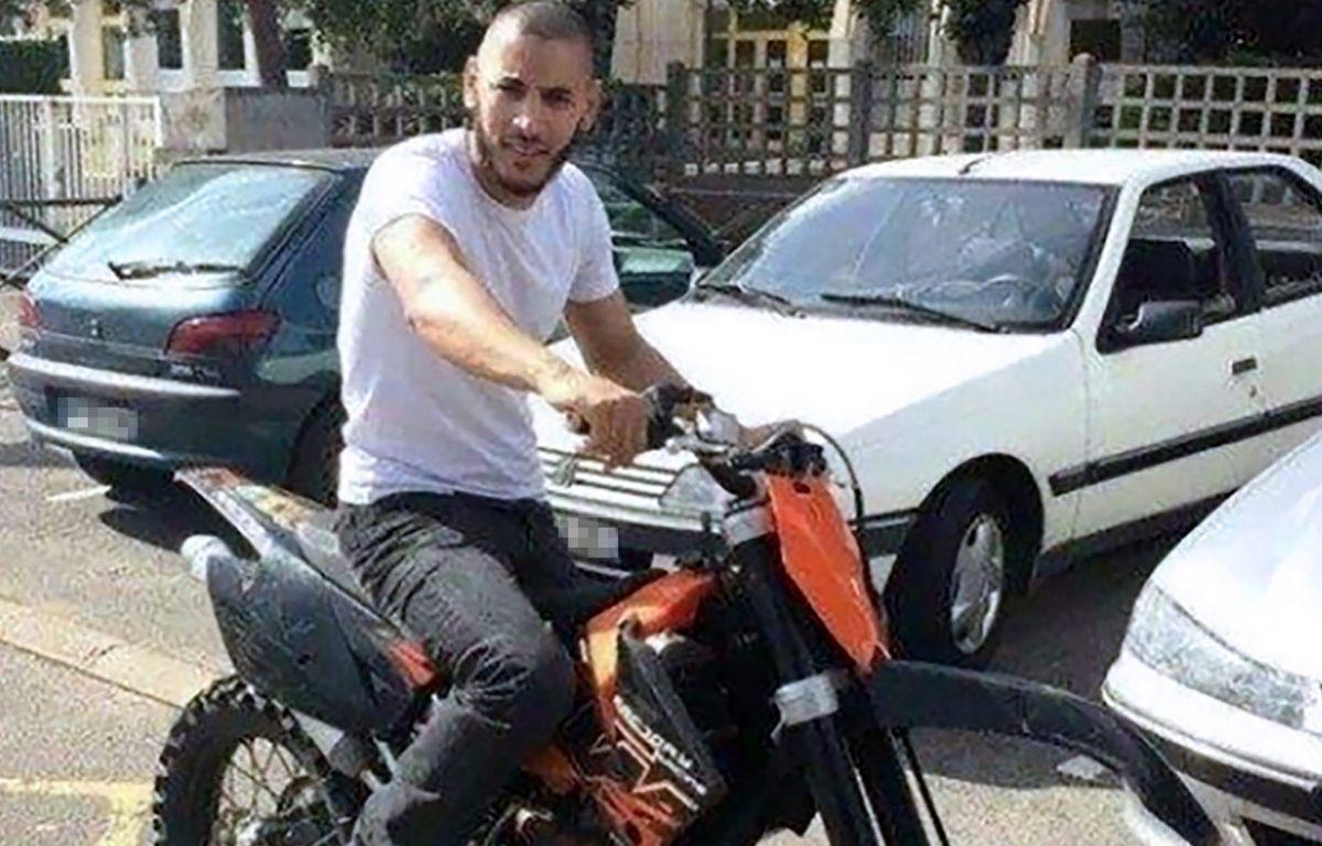 Une photo tirée du compte Facebook non authentifié de Larossi Abballa, terroriste présumé qui a abattu deux policiers dans les Yvelines, le 14 juin 2016 – STR / FACEBOOK / AFP