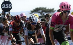 Romain Bardet a perdu du temps sur les favoris du Tour de France jeudi dans l'étape menant à Mûr-de-Bretagne.
