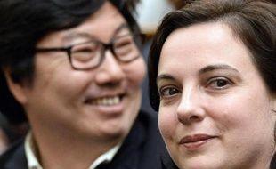Le sénateur français EELV Jean-Vincent Placé (g) et la secrétaire nationale d'EELV Emmanuelle Cosse à l'Assemblée nationale à Paris, le 4 avril 2015