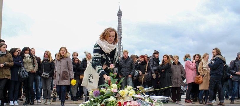 Hommage à Paris pour les victimes du crash de Dropped