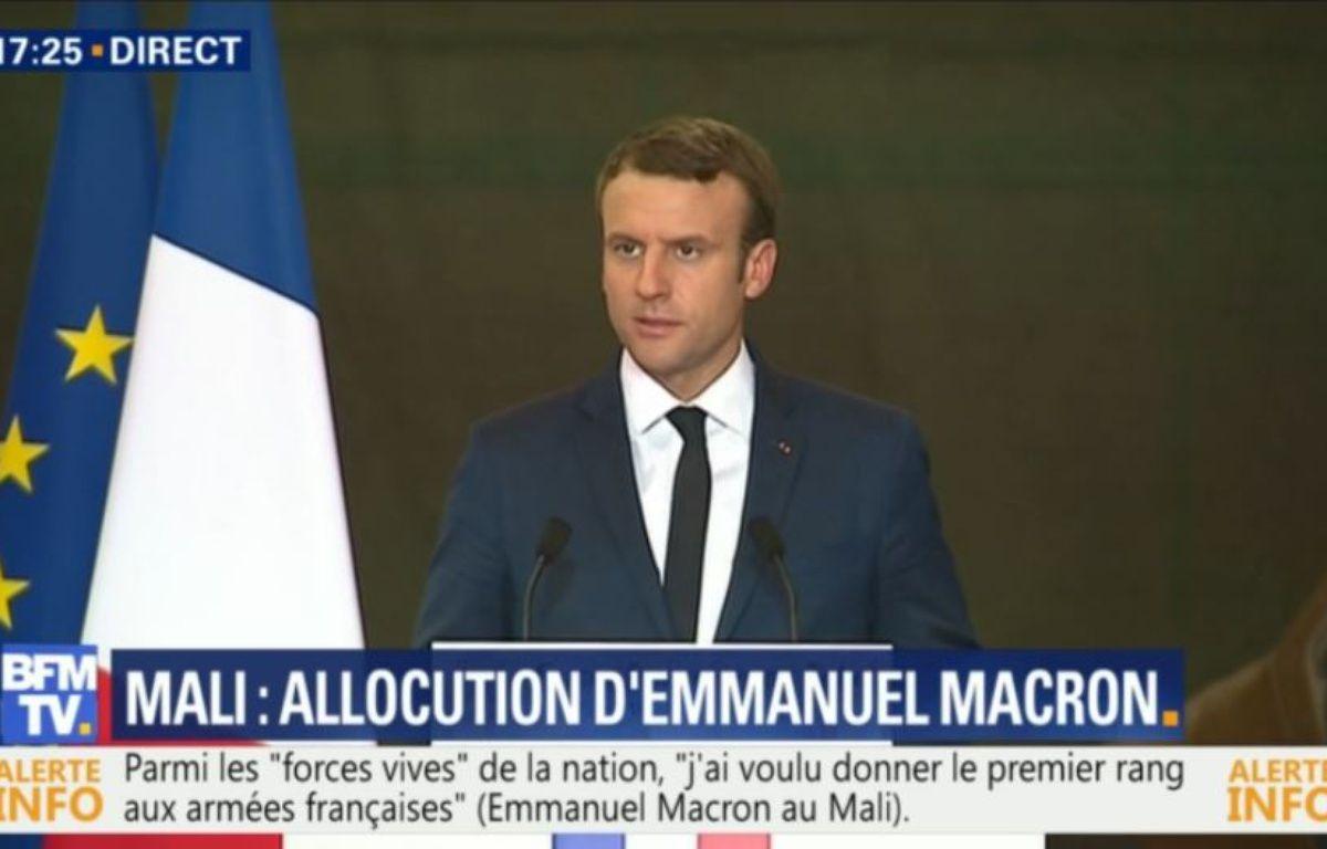 Emmanuel Macron face aux soldats au Mali, le 19 mai 2017.  – Capture d'écran / BFMTV