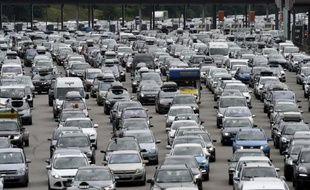 Embouteillage au péage de Vienne (Isère), dans le sud-est de la France, le 2 août 2014, lors du chassé-croisé entre juilletistes et aoûtiens