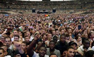 Des spectateurs du show hip-hop et rap «Urban Peace 3», au Stade de France, à Saint-Denis, le 28 septembre 2013.