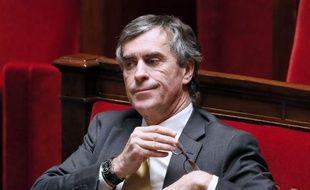 Le président de l'Assemblée nationale, Claude Bartolone (PS) a reçu jeudi la lettre de démission de son mandat de député de Jérôme Cahuzac, a annoncé l'entourage de M. Bartolone à l'AFP.