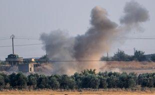 Les forces militaires turques ont bombardé la ville de Tal Abyad, en Syrie, lors de leur offensive contre les Kurdes, le 9 octobre 2019.